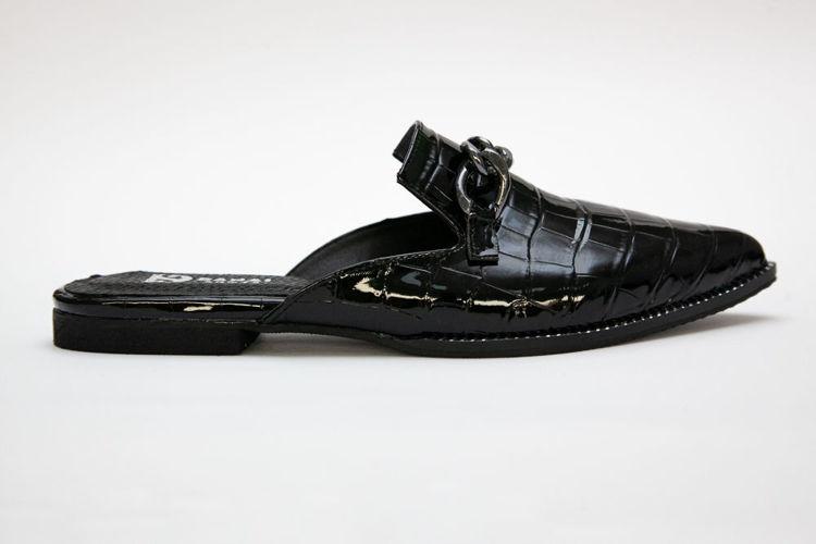 Γυναικεία mules flat μαύρα με croco pattern και διακοσμητική αλυσίδα